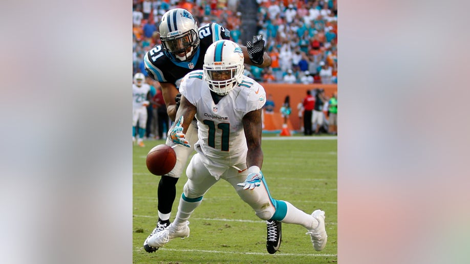 9227674b-APTOPIX Panthers Dolphins Football