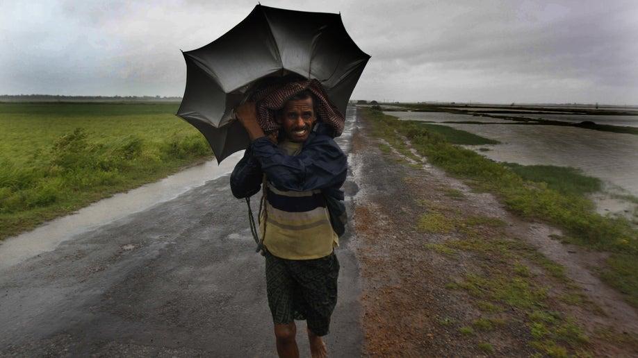 53bd8faa-India Cyclone