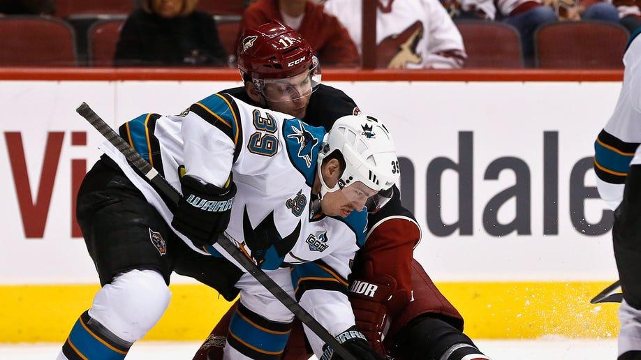 64b6f3eb-Sharks Coyotes Hockey