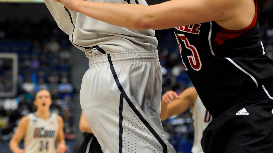661691be-Louisville UConn Basketball