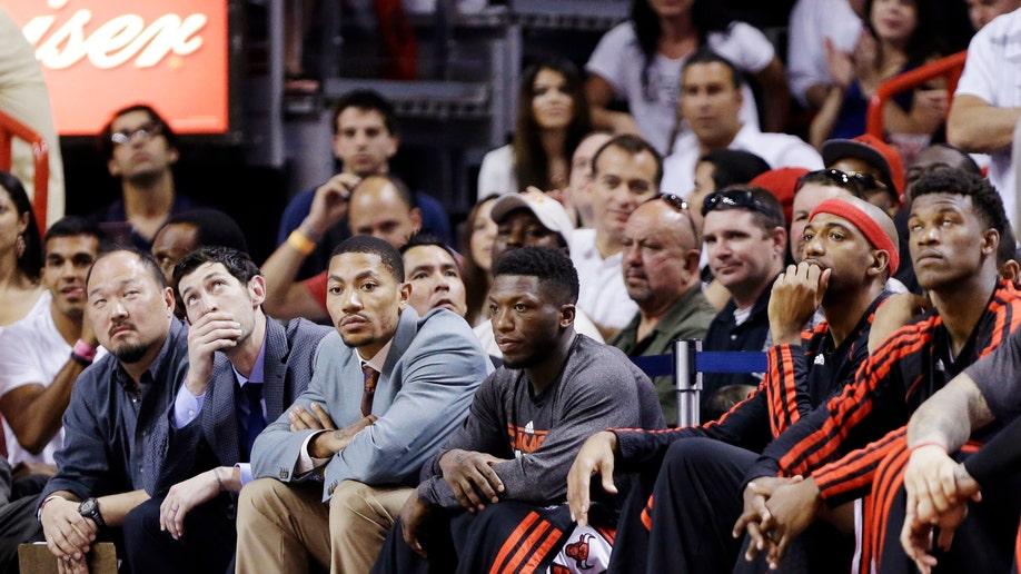 946c28a9-Bulls Heat Basketball