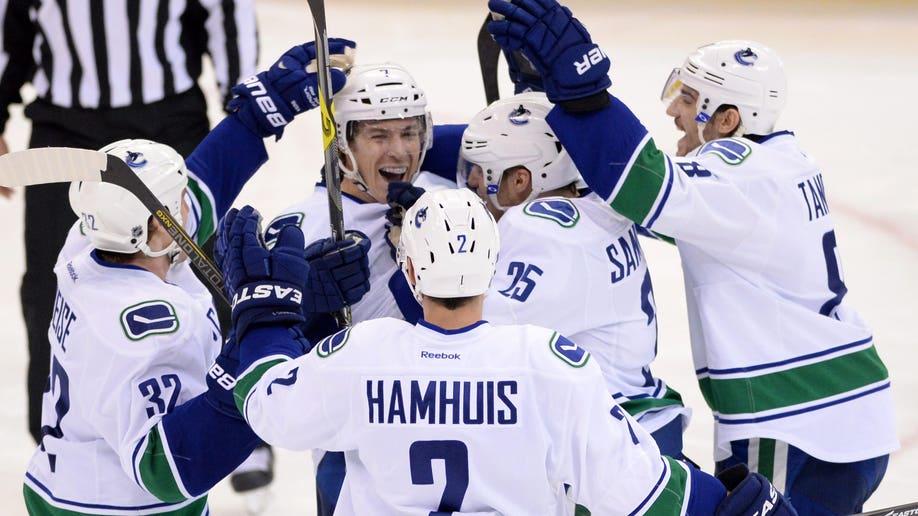 fcf5631a-Canucks Senators Hockey