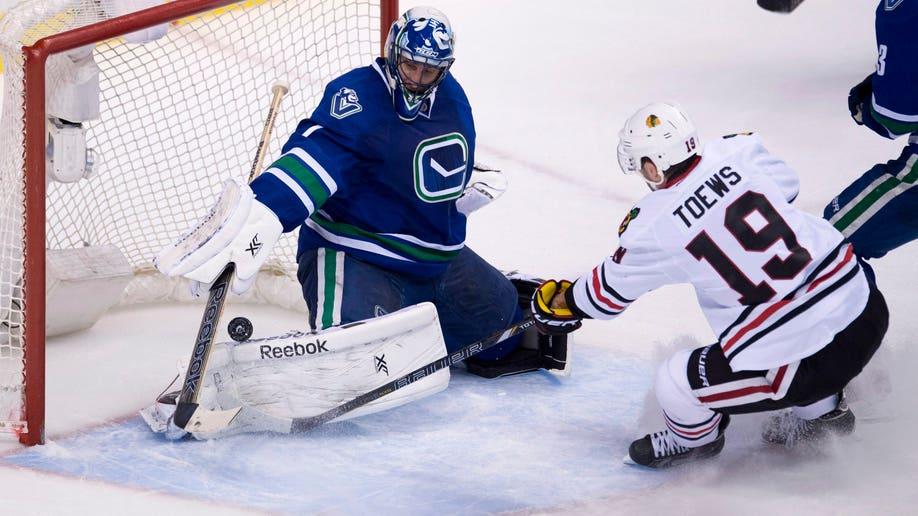 Blackhawks Canucks Hockey