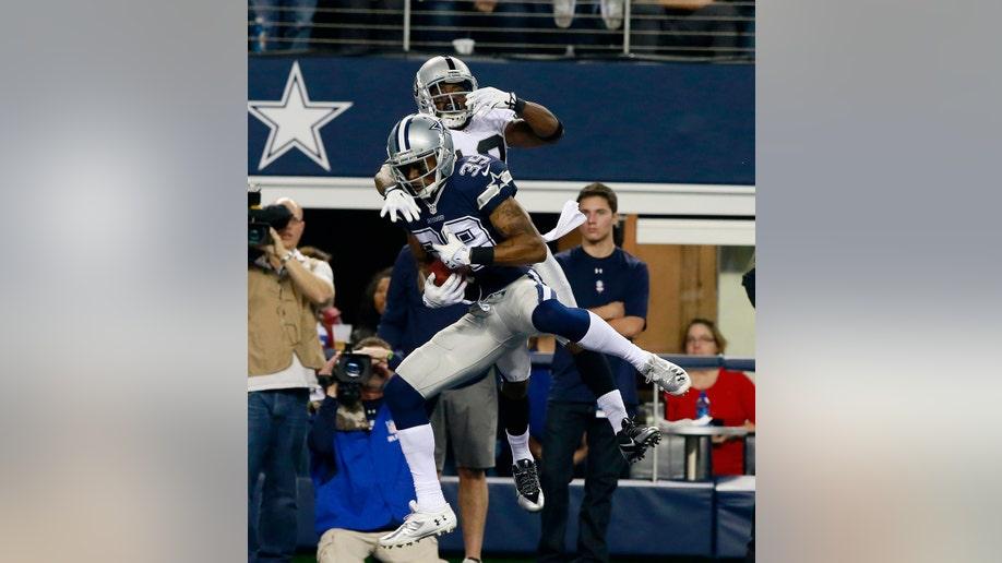 d202f1c3-Raiders Cowboys Football