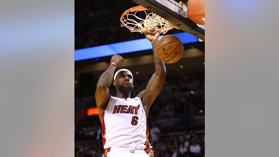 53011a42-Clippers Heat Basketball