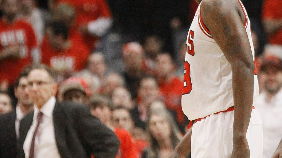 d8cfd7ea-Heat Bulls Basketball