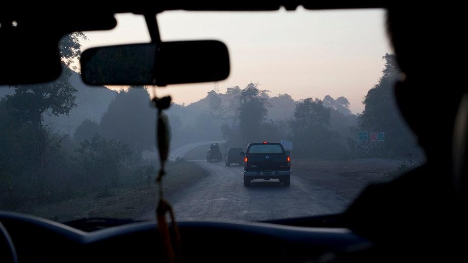 8b757596-Myanmar Portraits The Highway