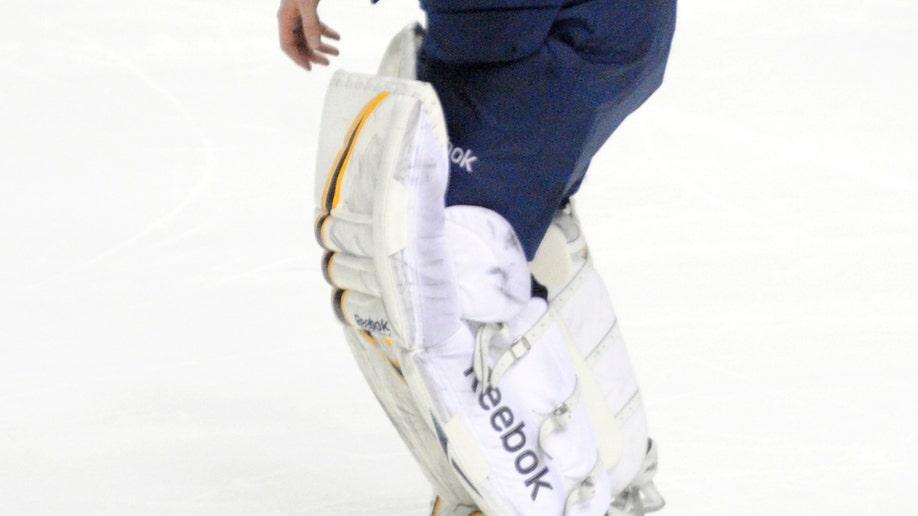 404f72d1-Islanders Sabres Hockey