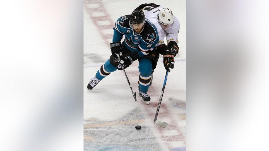 52cdbb9c-Ducks Sharks Hockey