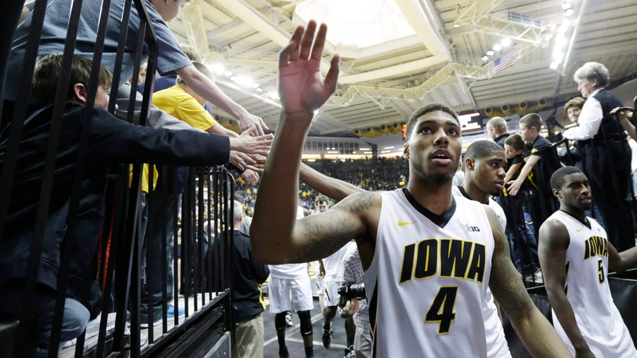 654d5ca1-Michigan Iowa Basketball