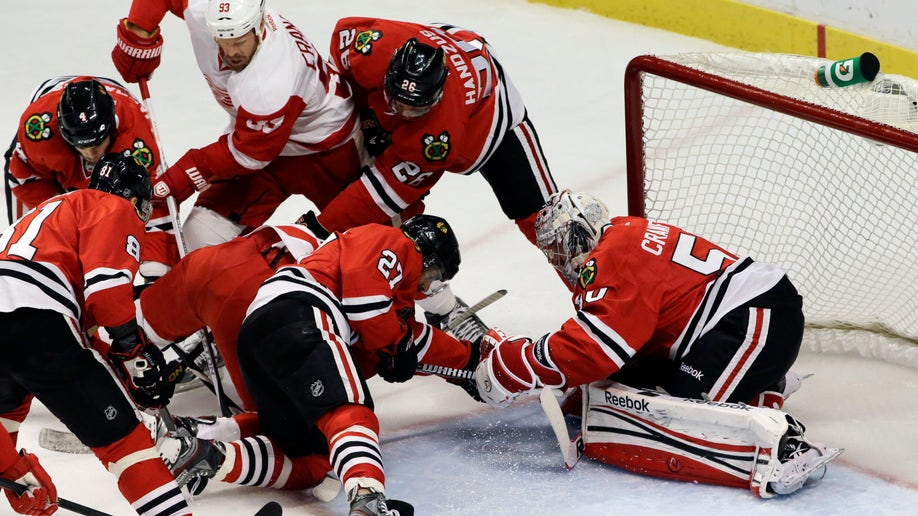 68d720e2-Red Wings Blackhawks Hockey