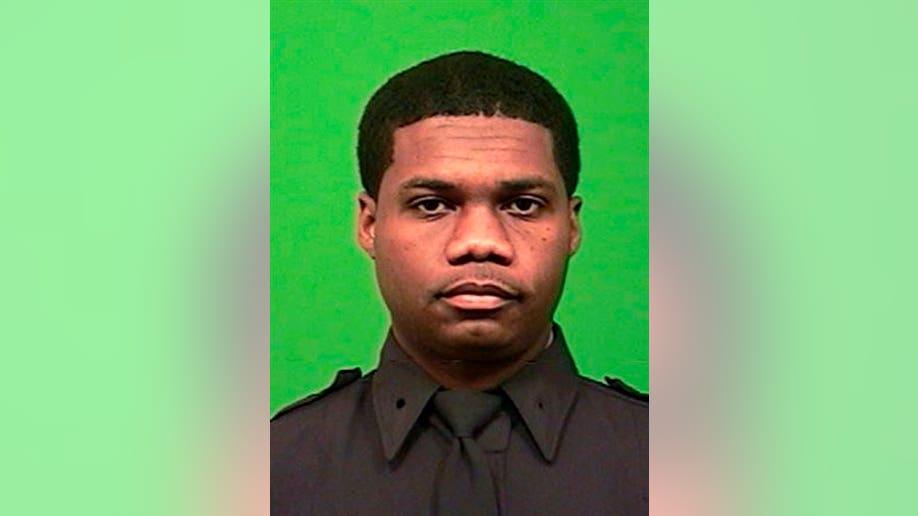 a7003e24-Manhattan Officer Shot