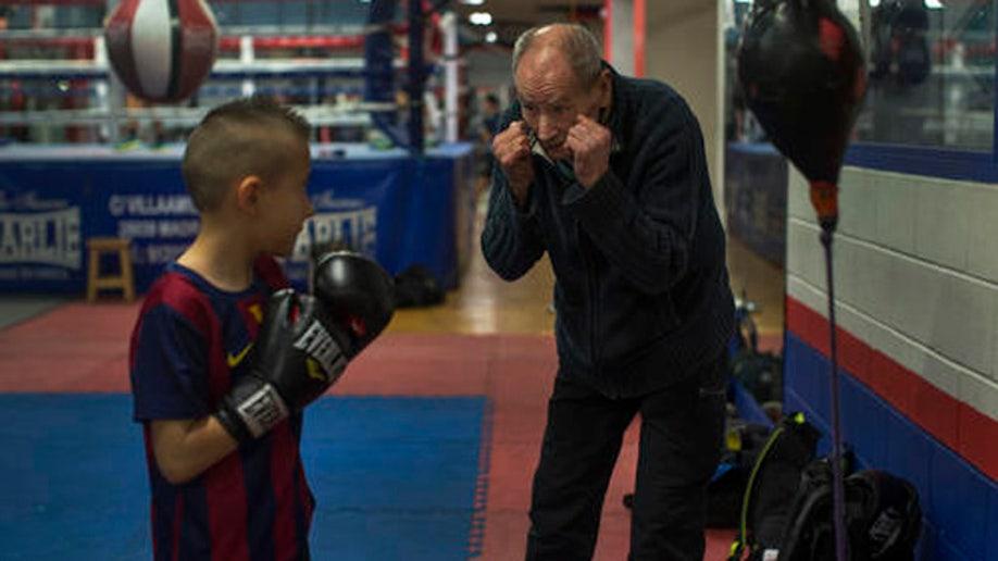 c01304ec-Spain Elderly Boxer Photo Gallery