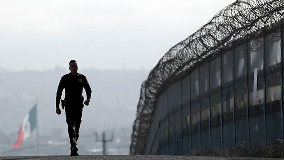 17b8c983-Border Captures
