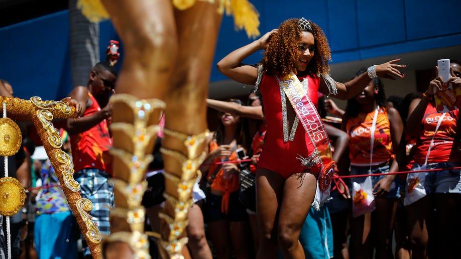 3388cdfb-Brazil Carnival Curls