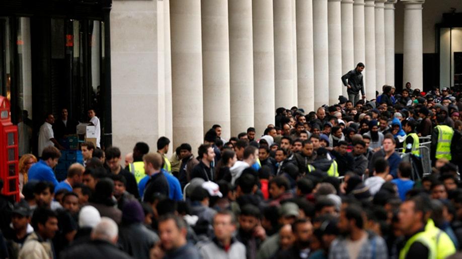 Britain Apple iPhone 5 Launch