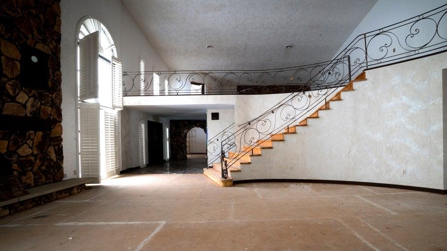 fb410037-Mike Tysons Abandoned House