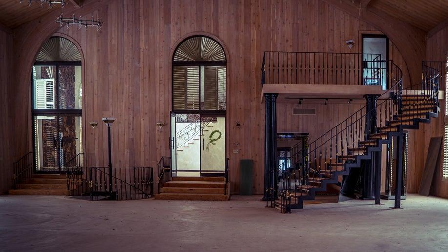de0d9cdb-Mike Tysons Abandoned House