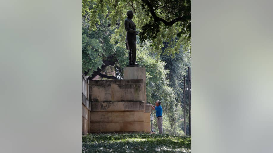 University of Texas cancels moving confederate statue after