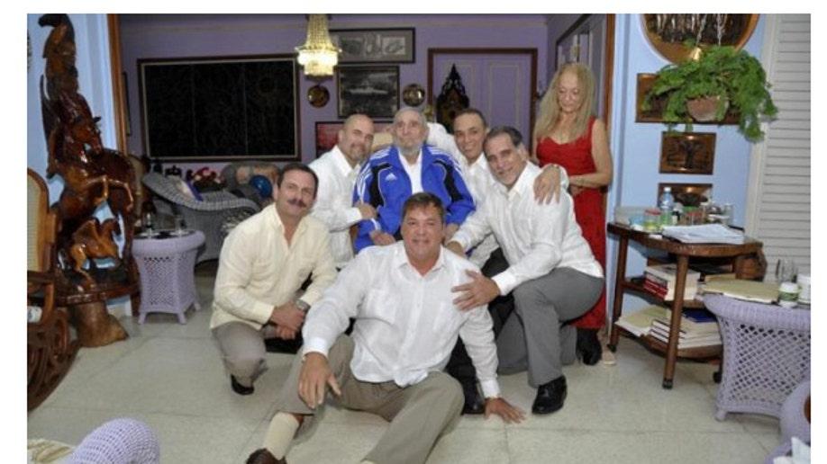 4377343a-Cuba Castro Five Agents