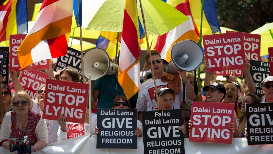 24746334-Britain Dalai Lama