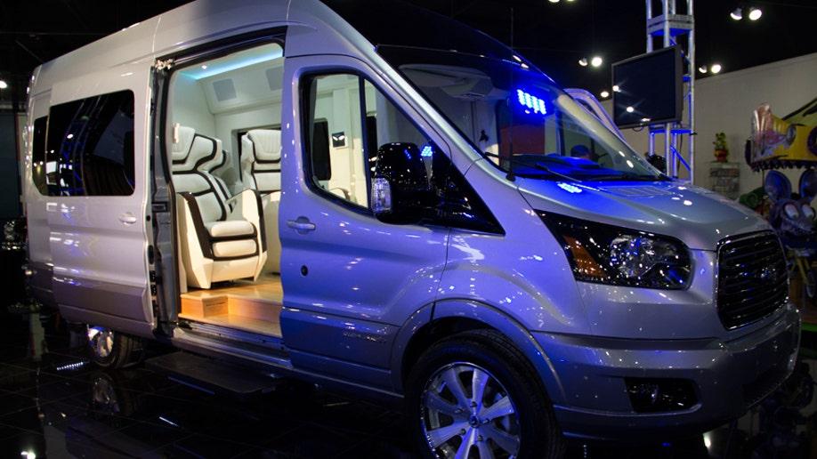 fc711435-Ford Transit Skyliner Concept