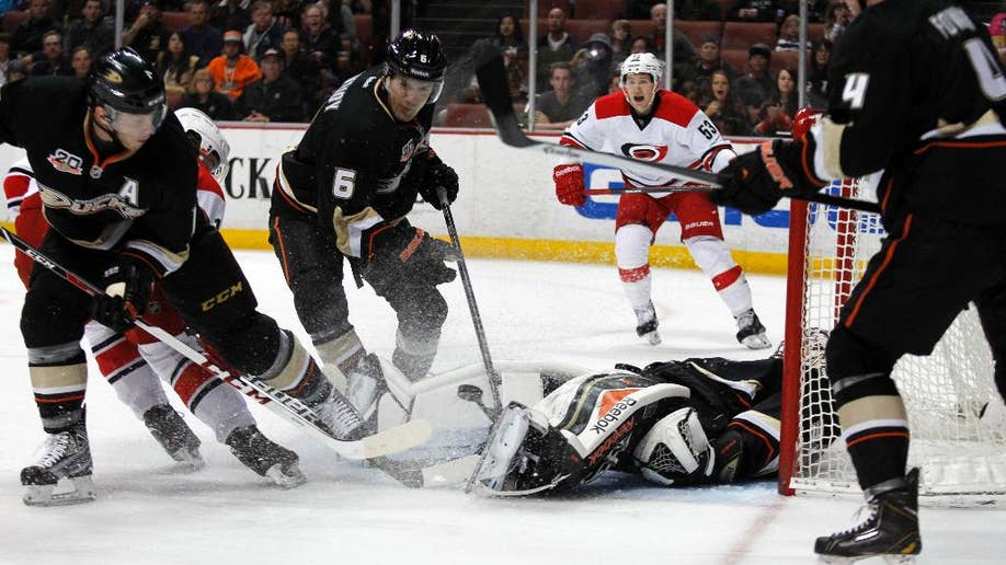 Corey Perry's 2 goals pace NHL-leading Anaheim Ducks to 5-3