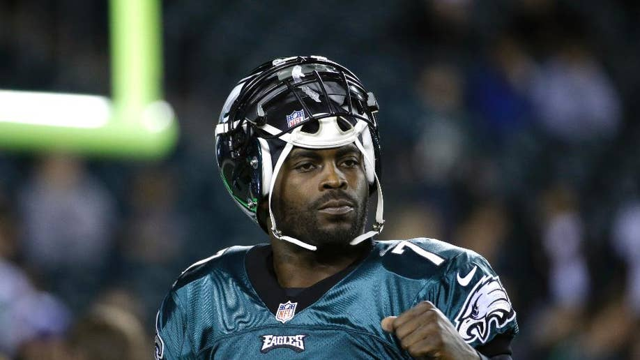 78f2f2a50 Michael Vick heads to New York to compete with Geno Smith to be Jets   starting QB