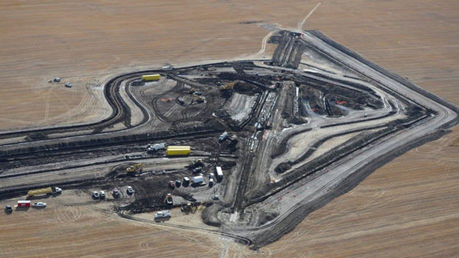 dc2e5f8b-8.13.98 N Dakota Oil Spill