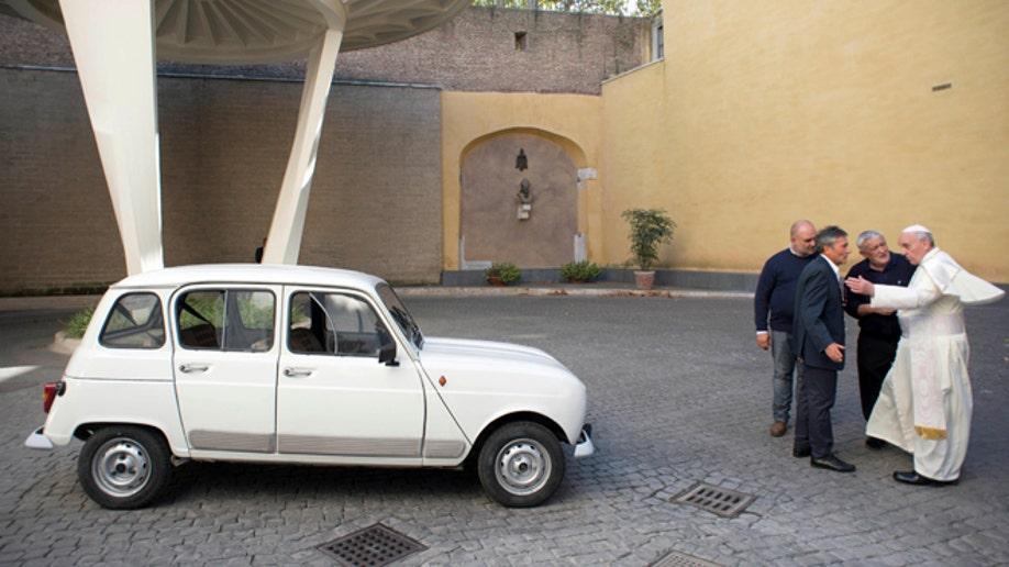 ab7d5849-Vatican Pope New Car