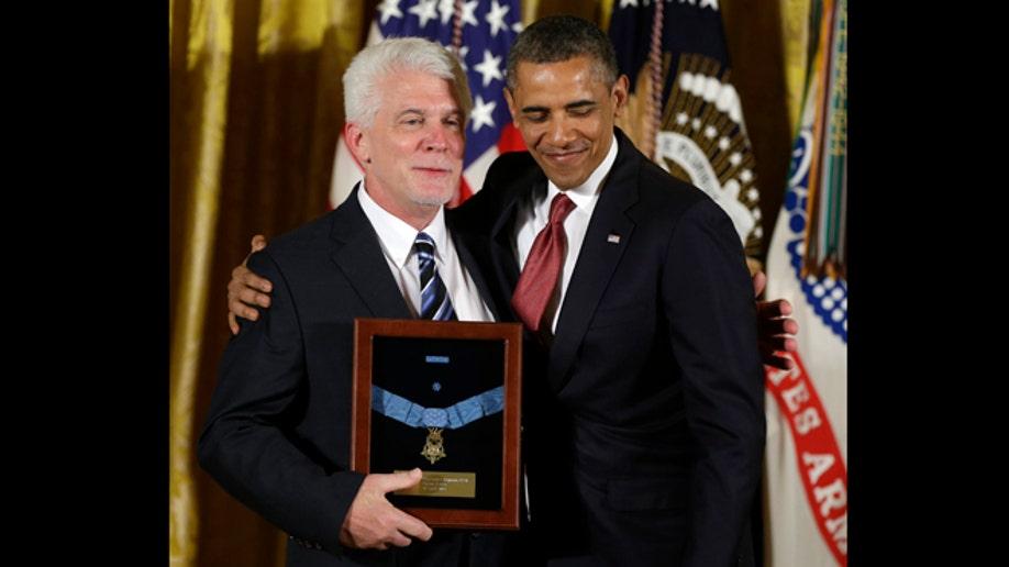 4f6f4f8f-Obama Medal of Honor