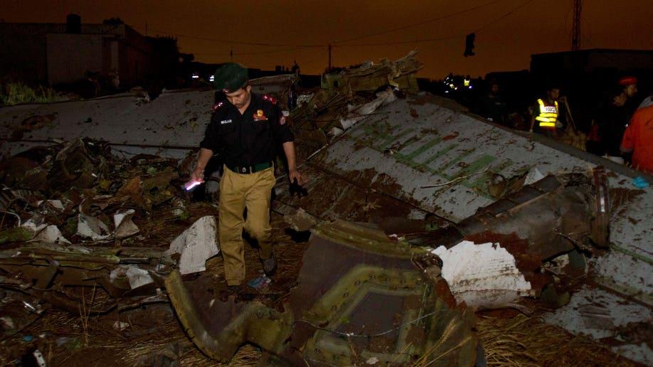e3af4861-Pakistan Plane Crash