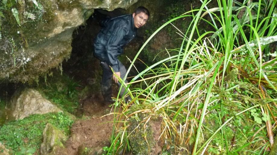 0be57c53-Peru Trapped in Cave