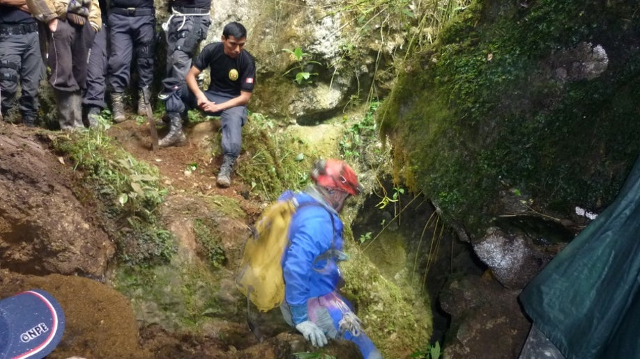 7863522c-Peru Trapped in Cave