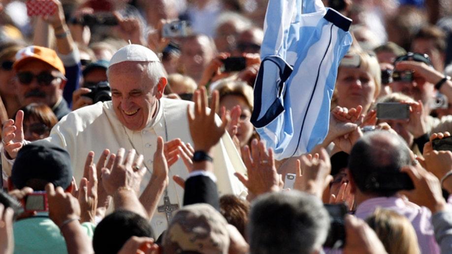 098d06b8-APTOPIX Vatican Pope