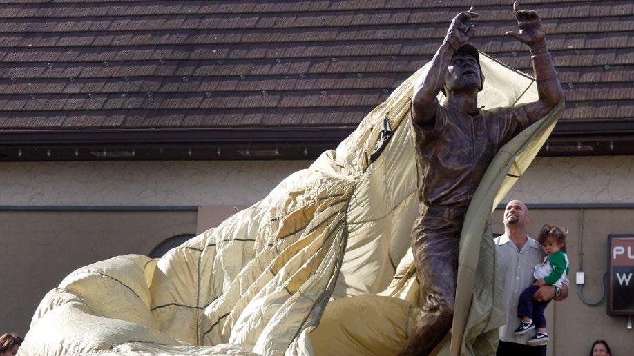 a365b8c2-Pujols Statue Baseball
