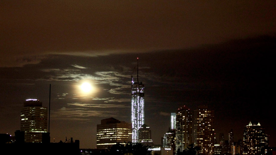 Supermoon_2013_NYC