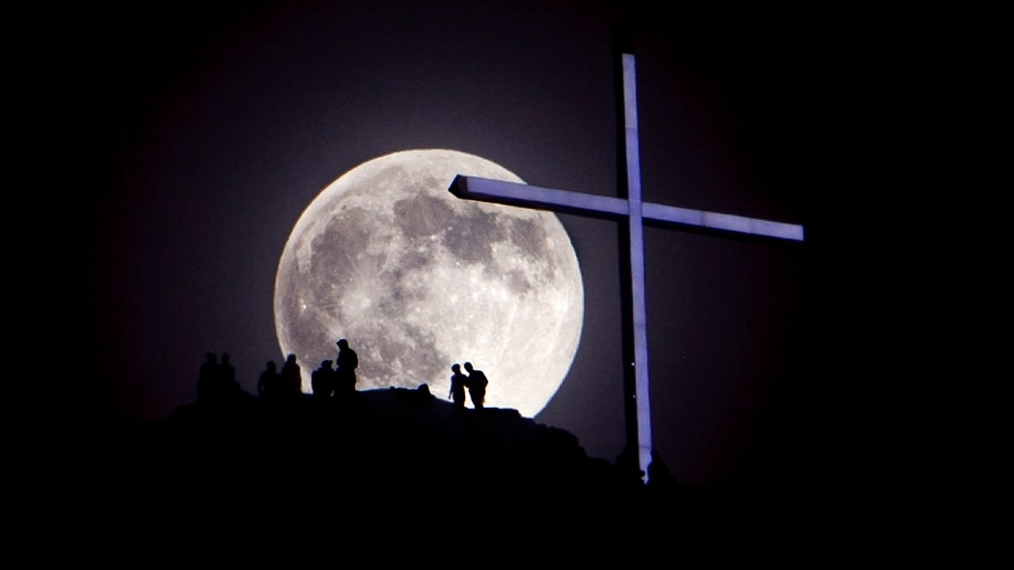 Supermoon_2013_cross
