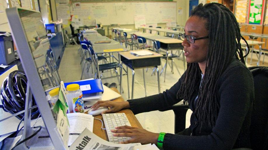 3b1c3711-Teachers Social Media