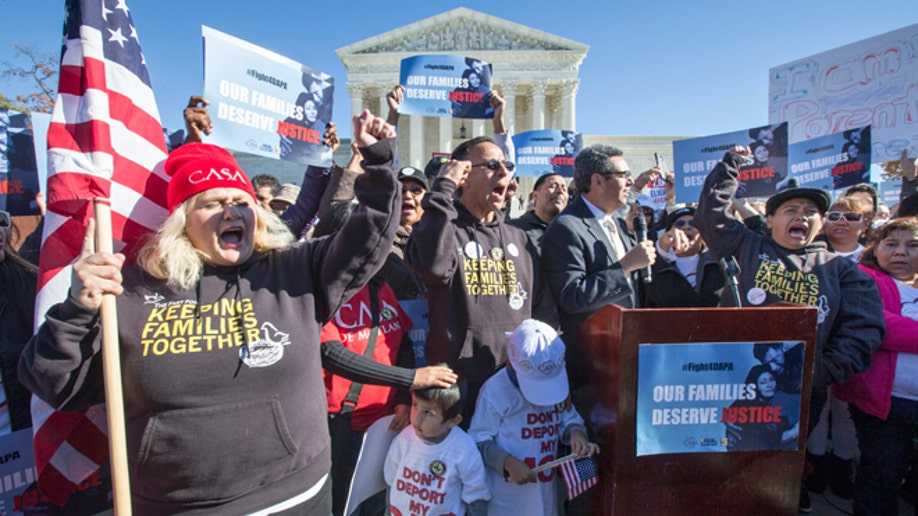 e0359e08-Supreme Court Immigration Rally