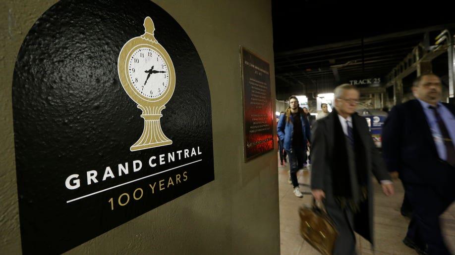 ef338664-Travel Trip Grand Central 100