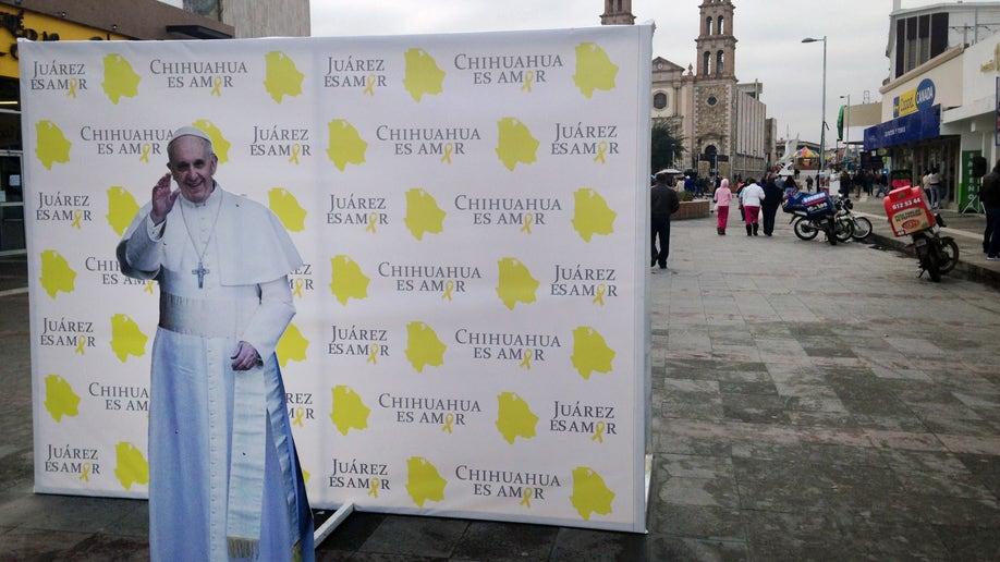 56d49fb9-Vatican Mexico Border