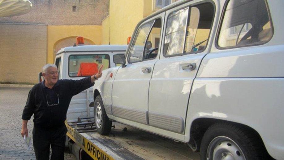 240d6f07-Vatican Pope New Car