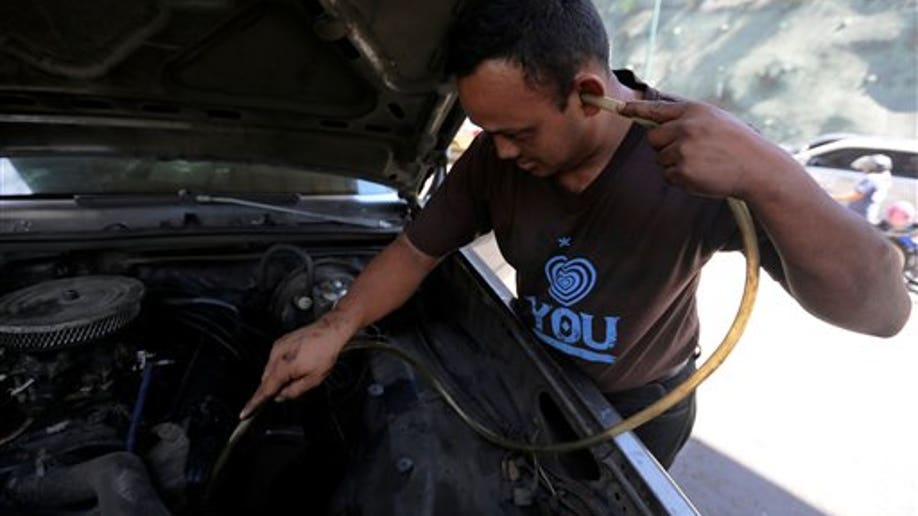 9dba44b8-Venezuela Gas Guzzlers