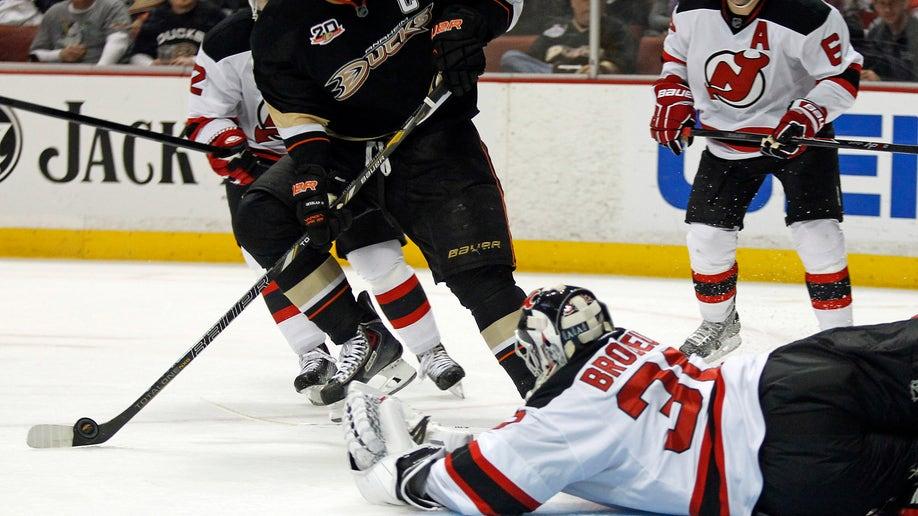 4f7fa6f1-Devils Ducks Hockey