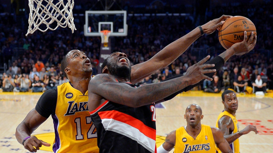 af3e0f2f-Trail Blazers Lakers Basketball