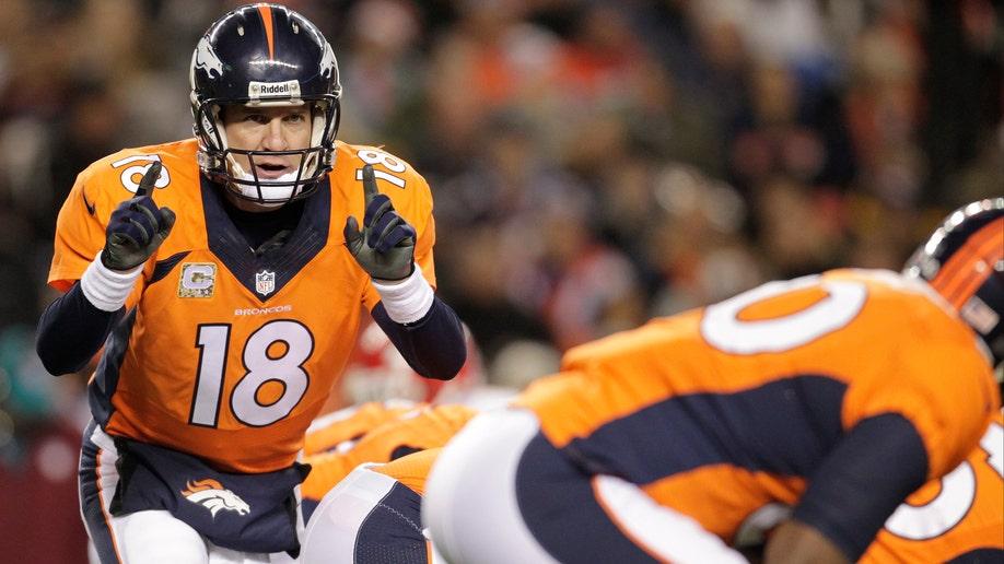 38207795-Chiefs Broncos Football