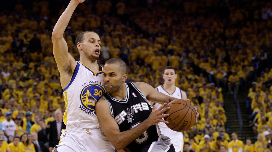 80f0e7d3-Spurs Warriors Basketball
