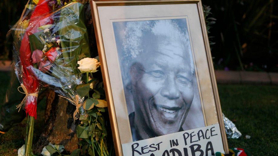 4b3f221c-South Africa Mandela Obit