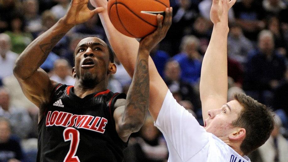 6d242ecf-Louisville UConn Basketball
